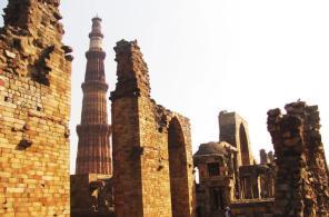 unesco-heritage-site-qutub-minar-and-mehrauli-in-new-delhi-191875